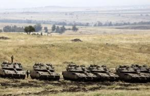 انتشار لدبابات 'مركافاه' الإسرائيلية بالقرب من الحدود السورية على الجانب الإسرائيلي من مرتفعات الجولان