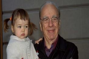 روبرت مردوخ مصطحبًا ابنته، غريس، إلى عرض فيلم