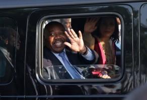 علي بونغو لحظة وصوله إلى العاصمة ليبرفيل