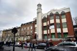مسلمو بريطانيا يطالبون الحكومة بحماية مساجدهم