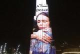 إضاءة برج خليفة في دبي بصورة لرئيسة وزراء نيوزيلندا