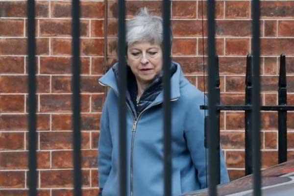 رئيسة الوزراء البريطانية تيريزا ماي مغادرة مقرها في وسط لندن، الخميس 21 مارس 2019