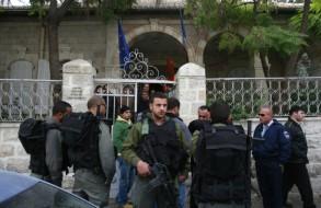 حرس الحدود الاسرائيلي يطوق مدخل المركز الثقافي الفرنسي في القدس الشرقية