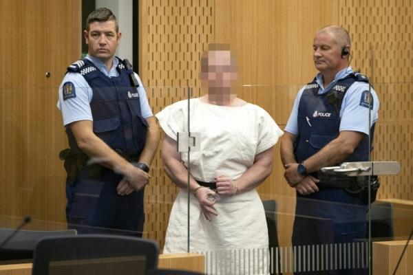الأسترالي برينتون تارنت منفّذ الاعتداء على مسجدين في كرايست تشيرش في نيوزيلندا اثناء مثوله أمام المحكمة في 16 مارس 2019