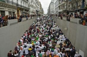طلاب وموظفو قطاع الصحة يتظاهرون في الجزائر العاصمة في 19 مارس 2019