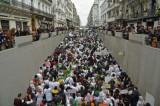الحزب الحاكم والجيش الجزائري يستجيبان لمطالب الشارع