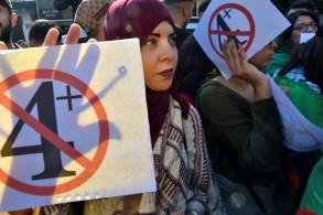 طلاب يتظاهرون ضد تمديد الولاية الرابعة للرئيس الجزائري عبد العزيز بو تفليقة في 12 مارس 2019