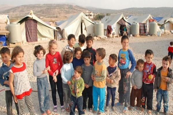 أطفال سوريون لاجئون في أحد المخيمات في لبنان