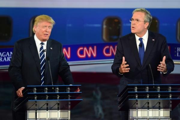 جيب بوش ودونالد ترمب خلال مناظرة رئاسية عام 2015