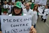 طلاب وموظفو القطاع الطبي يتظاهرون للمطالبة برحيل بوتفليقة