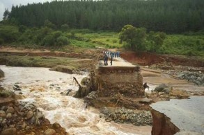 السيول والإعصار خلفا دمارًا وأضرارًا بالغة في زيمبابوي