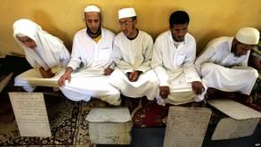 مريدون لإحدى الزوايا الصوفية في الجزائر - ارشيفية