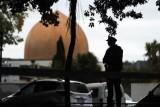 نيوزيلندا تتهم مراهقًا بتوزيع البث المباشر للاعتداء على المسجدين