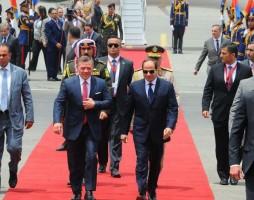 السيسي في استقبال عاهل الأردن في المطار يوم الأحد