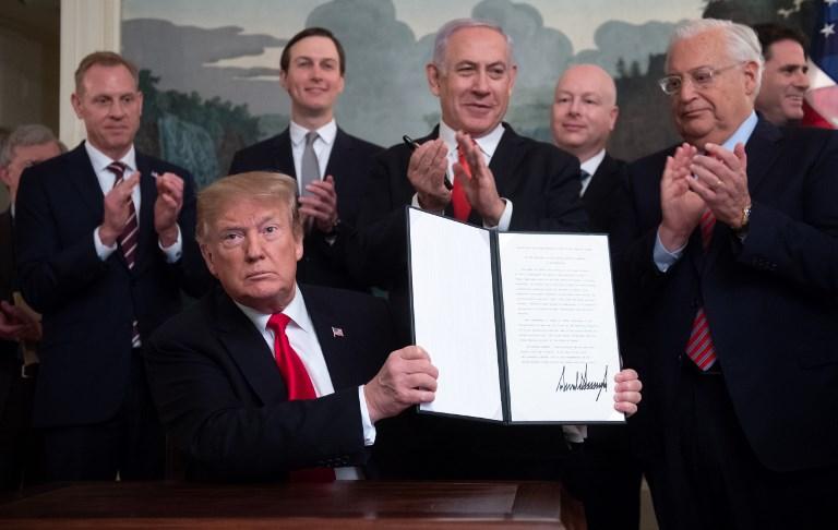 ترامب يوقع على الاعتراف الاميركي بسيادة إسرائيل على مرتفعات الجولان بحضور نتانياهو
