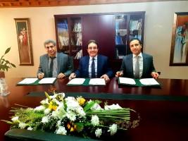 الوزير بن عتيق متوسطا رئيس الجهة مجاهد ورئيس جامعة مولاي سليمان حمينة