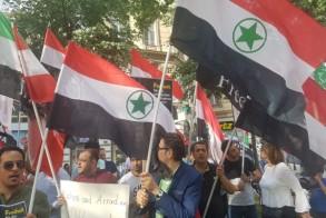 احوازيون يرفعون علمهم الوطني مطالبين برحيل
