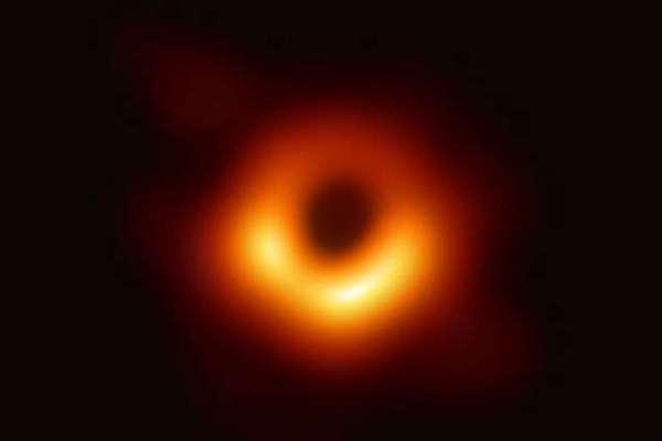 أول صورة للثقب الأسود
