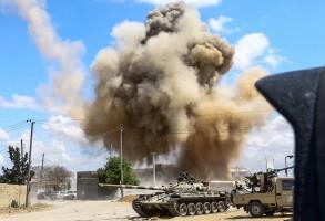 المعارك تحتدم جنوب العاصمة الليبية