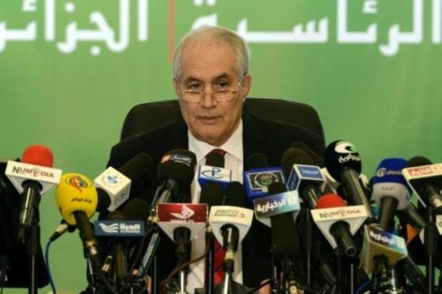 الطيب بلعيز حين كان وزيرا للداخلية في 18 ابريل 2014.