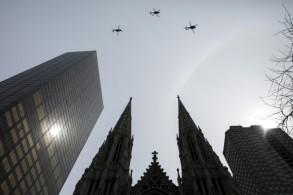 مروحيات فوق كاتدرائية القديس باتريك في نيويورك بتاريخ 27 مارس 2018