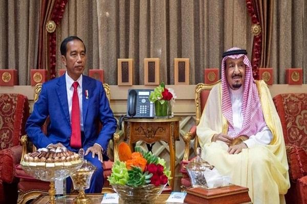الملك سلمان بن عبد العزيز والرئيس جوكو ويدودو خلال جلسة المباحثات