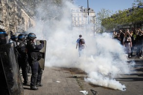 جانب من اشتباكات السبت في باريس