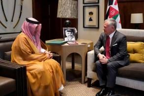 الملك عبدالله الثاني مستقبلا وزير الدولة السعودي أحمد قطان