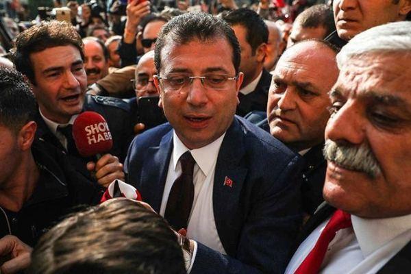 مرشح الحزب الجمهوري التركي وسط أنصاره