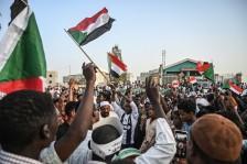 محادثات بين قادة الاحتجاجات والمجلس العسكري في الخرطوم