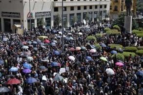 من الإضراب الذي شهده لبنان أمس احتجاجًا على توجه حكومي لخفض رواتب الموظفين