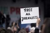 مراسلون بلا حدود: حرية الصحافة تواصل تراجعها في دول عدة