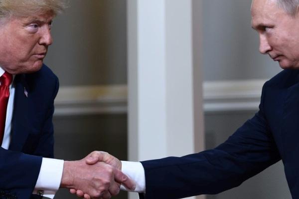 الرئيس الروسي فلادمير بوتين ونظيره الأميركي دونالد ترمب في 16 يوليو 2018 في هلسنكي