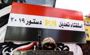 مصر تجري استفتاء قد يمدد حكم السيسي إلى 2030