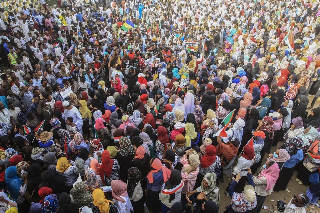 الحشود السودانية ترابط حتى تحقيق مطالب ثورتها