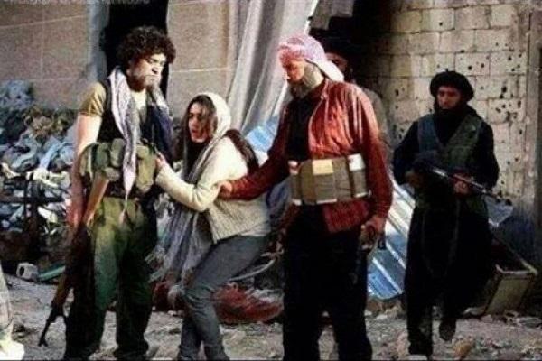 أيزيدية يعرضها داعش للبيع