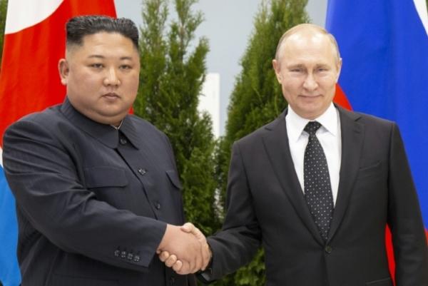 الرئيس الروسي فلاديمير بوتين والزعيم الكوري الشمالي كيم جونغ أون في فلاديفوستوك الخميس