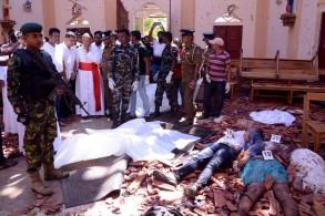 جثث مسجاة في كنيسة تعرضت لاعتداء في سريلانكا