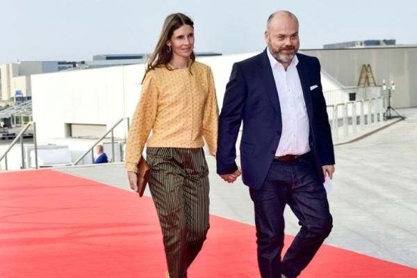 الملياردير الدنماركي أندرز بوفلسن وزوجته في 27 مايو 2018 في كوبنهاغن