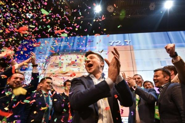 فولوديمير زيلينسكي في مقر حملته الانتخابية في 21 أبريل 2019