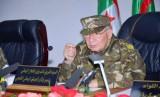 قائد الجيش الجزائري يشيد باعتقالات تطال