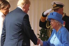 ملكة بريطانيا خلال استقبالها ترمب في صيف 2018