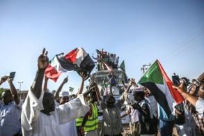 متظاهرون من عطبرة في وسط السودان ينضمون الى المعتصمين في الخرطوم