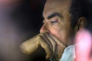 المدير العام السابق لتحالف رينو - نيسان - ميتسوبيشي كارلوس غصن مغادرًا مكتب محاميه في طوكيو في 6 مارس 2019