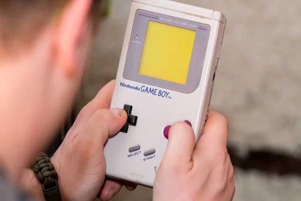 جهاز غايم بوي للألعاب الالكترونية عرفه معظم مواليد أواخر السبعينات وأوائل الثمانينات
