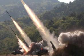 صورة وزعتها وكالة الأنباء المركزية الكورية في 9 مايو 2019 تظهر إطلاق صواريخ أثناء تدريبات عسكرية للجيش الكوري الشمالي في مكان لم يتم الكشف عنه