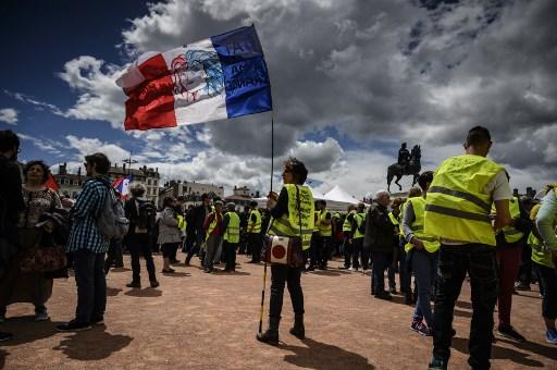 محتجو السفرات الصفراء إلى الشوارع من جديد