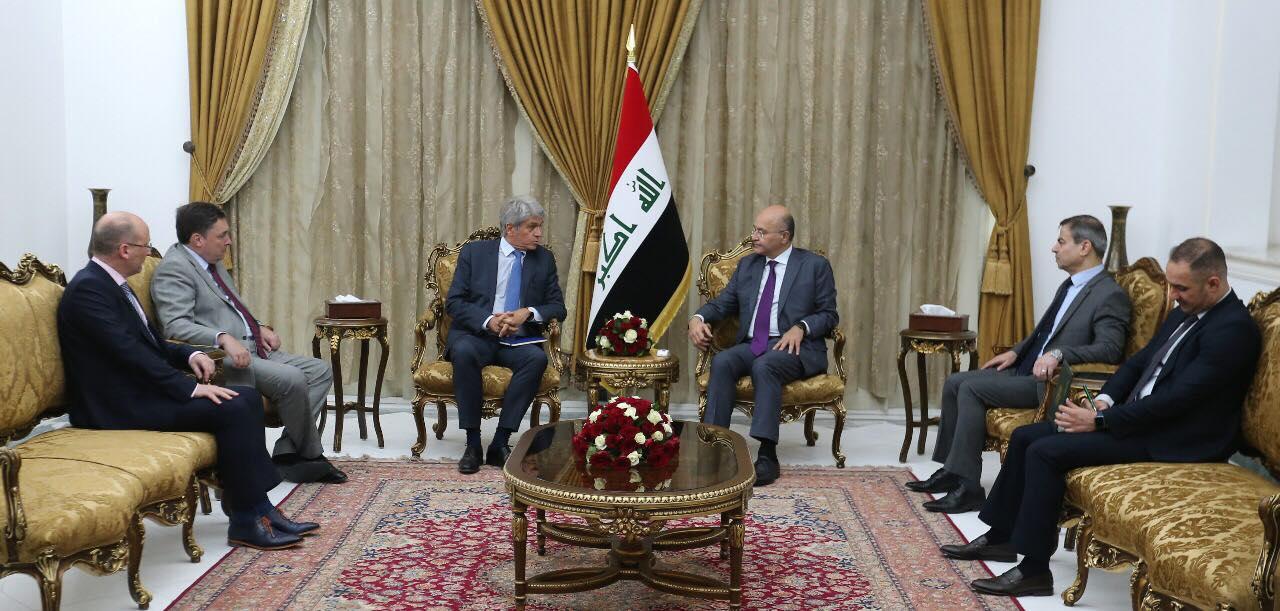 الرئيس صالح مجتمعا مع سفراء المانيا وفرنسا وبريطانيا