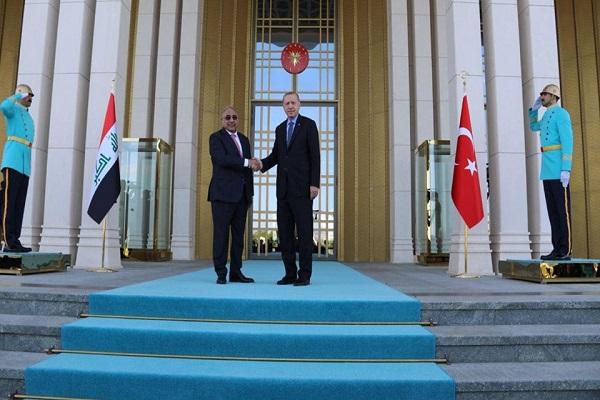 عبد المهدي ملتقيا أردوغان في أنقرة