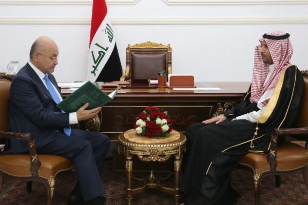 الرئيس صالح متسلما دعوة الملك سلمان للمشاركة في القمة الإسلامية بمكة